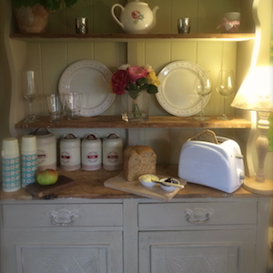 Buttercrambe Shepherds hut cosy breakfast toaster